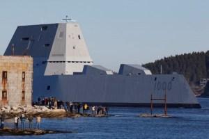 USS Zummwalt í návígi.