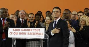 Manuel Valls kynnir framboð sitt á fundi með stuðningsmönnum.