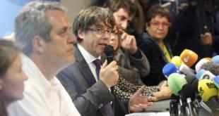 Carles Puigdemont frá Katalóníu á fjölmennum blaðamannafundi í Brussel.