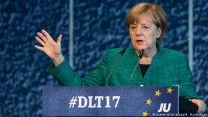 Angela Merkel talar á þingi ungliða CDU í Dresden.