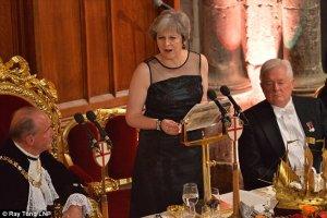 Theresa May flytur ræðuna í Guildhall.