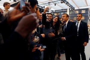 Emmanuel Macron Frakklandsforseta var vel fagnað í verkfræðiskólanum Centrale Supélec, fyrir utan París, á dögunum.