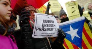 Stuðningsmenn Puigdemonts mótmæla í Berlín.