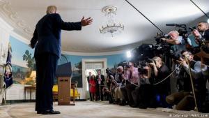 Donald Trump Bandaríkjaforseti kynnir ákvörðun sína um Íranssamninginn.