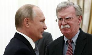 Vladimir Pútín og John Bolton.