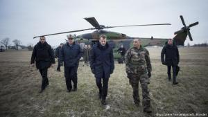 Emmanuel Macron á heræfingu.