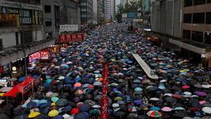 Í Peking óttast menn mátt mótmælenda í Hong Kong.