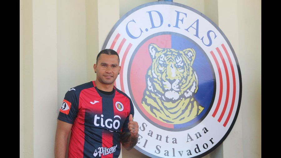 Gullit Peña FAS
