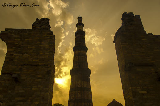 sunrise-at-qutub-minar-vargis-2