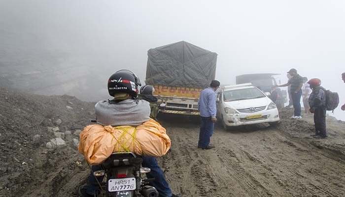 What are current vehicle restrictions for Rohtang Pass?