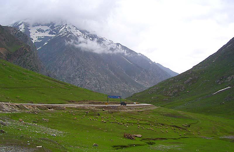 tourist attractions on srinagar leh highway