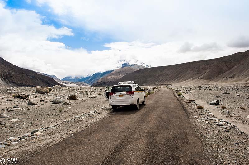 taxi in ladakh