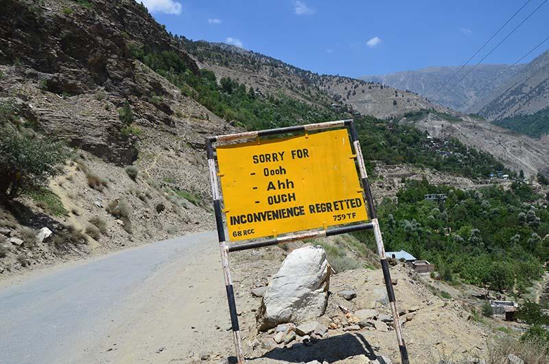 funny road sign in spiti