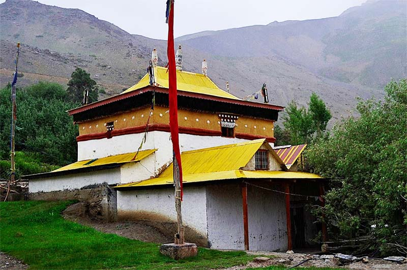 lhalung village monastery