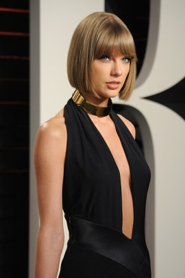 BEVERLY HILLS, CA - FEBRUARY 28: Recording artist Taylor Swift attends the 2016 Vanity Fair Oscar Party hosted By Graydon Carter at Wallis Annenberg Center for the Performing Arts on February 28, 2016 in Beverly Hills, California. (Photo by Jon Kopaloff/FilmMagic)