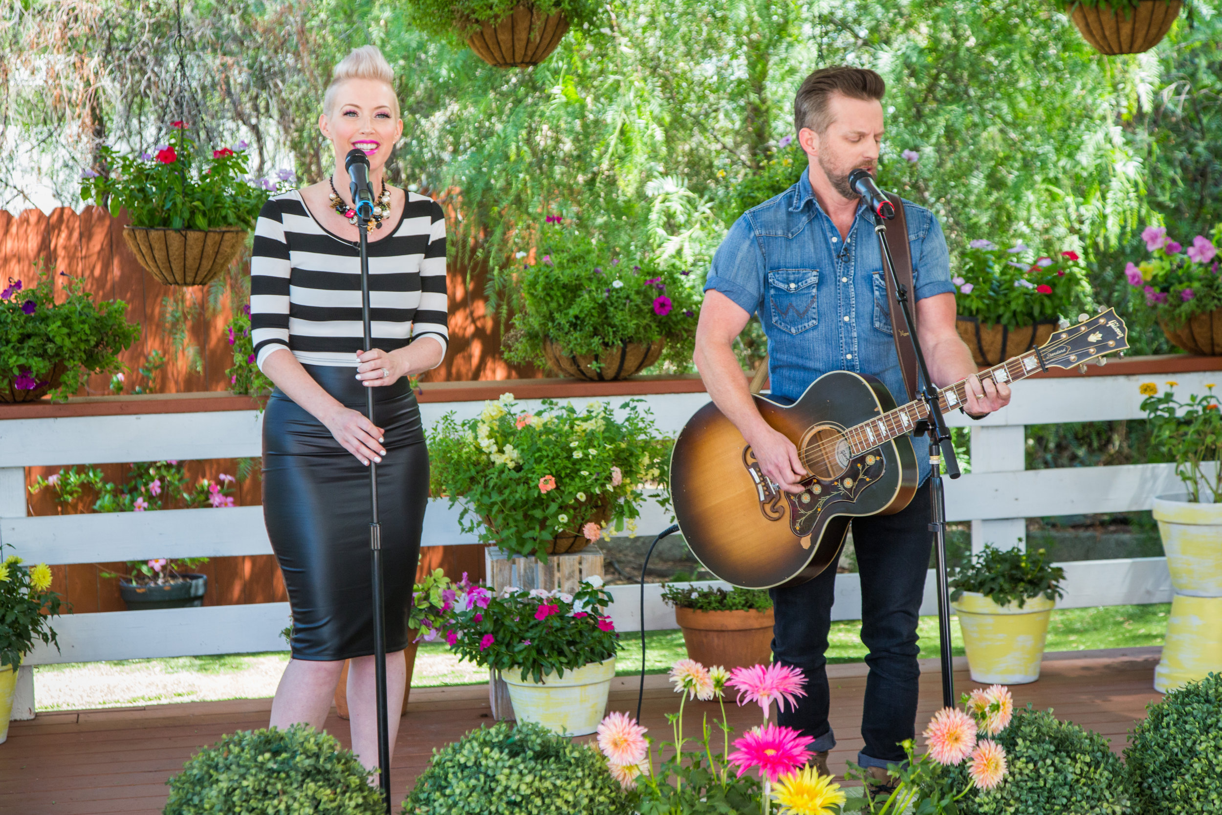 "THOMPSON SQUARE PERFORMS ""MASTERPIECE"" ON HALLMARK CHANNEL'S HOME & FAMILY"