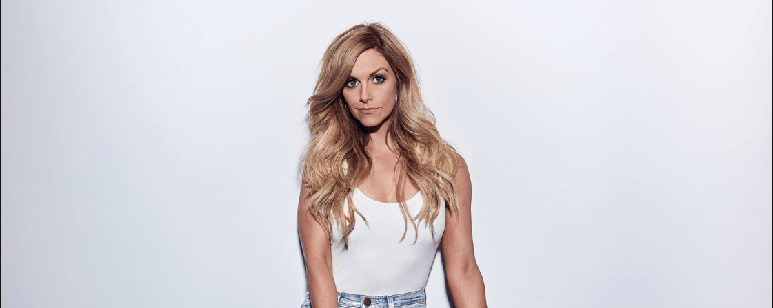 "Lindsay Ell Scores Her First U.S. #1 Song With ""What Happens in a Small Town"""