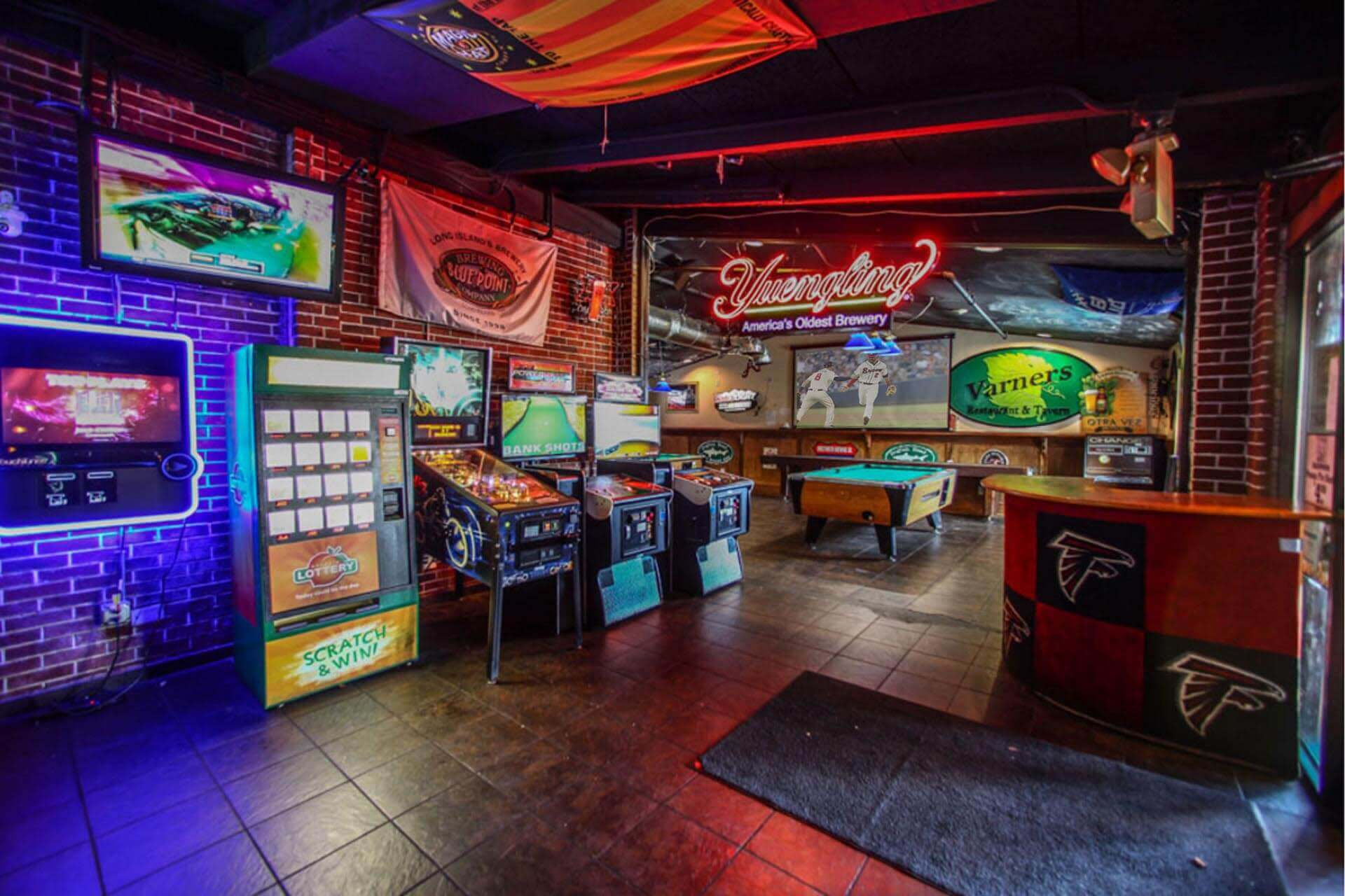 Game Room - Golden Tee - Pool - Pinball