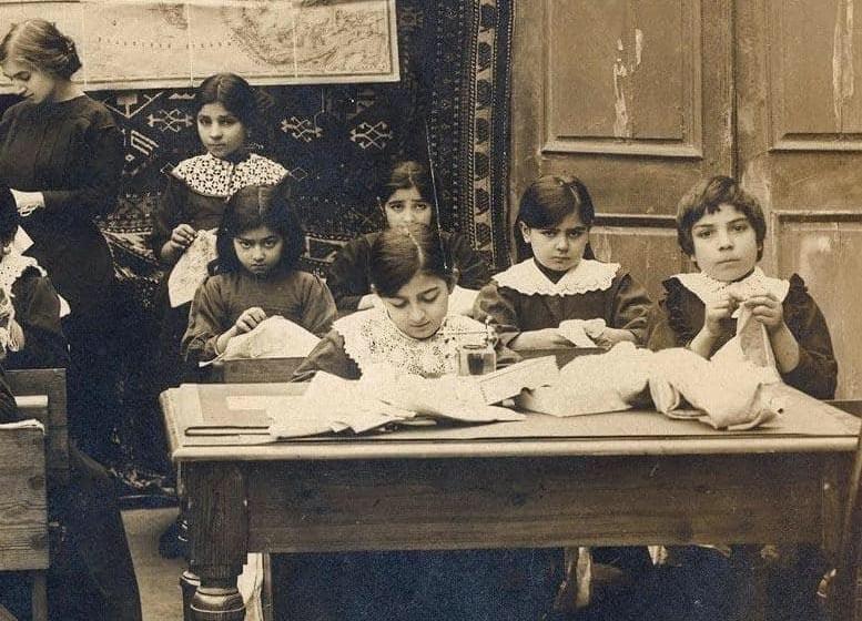 Şərqdə ilk müsəlman qadın məktəbinin açılmasından 118 il ötür