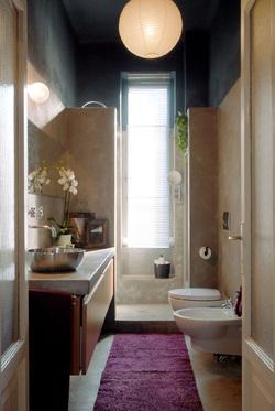 Le docce per un bagno stretto e lungo  vasca e doccia