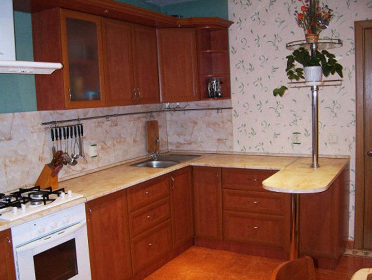 маленькая кухня дизайн с барной стойкой 7