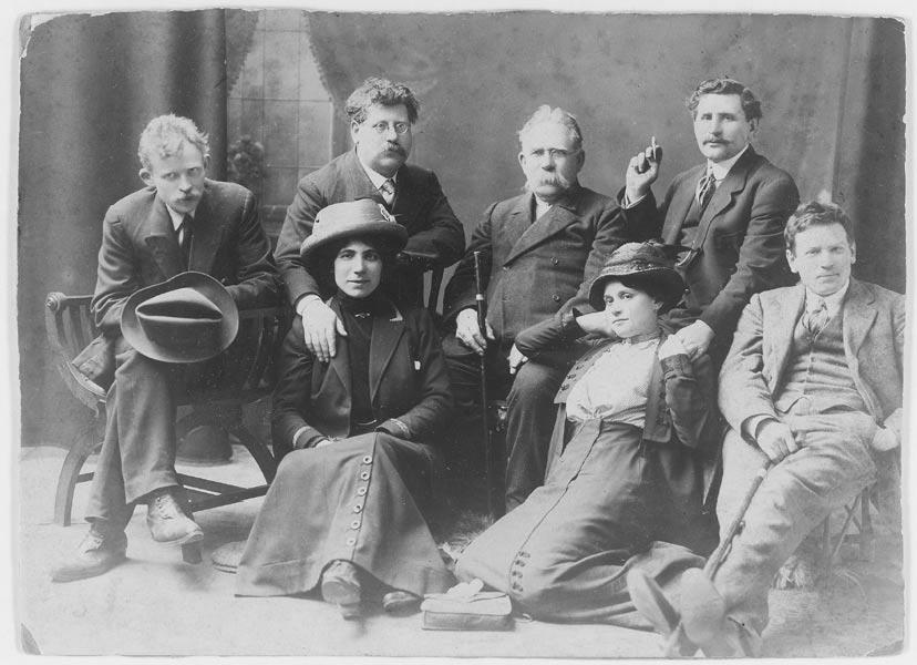 Arbeter Fraynd editors and their Jewish anarchist comrades sitting for a portrait
