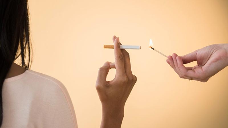 Ar rūkaliai numeta svorio?