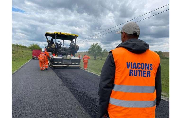 Viacons Rutier lucrează la un proiect de 10 km de asfalt în comuna Dimitrie Cantemir (GALERIE FOTO)