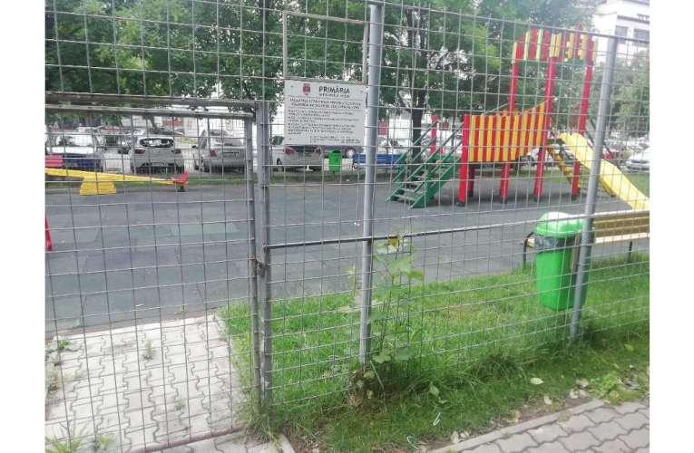 Ce trist! Vacanța a venit, dar parcurile copiilor din Vaslui rămân închise!