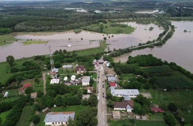 Râul Prut amenință să reverse peste satele de pe Valea Prutului, Prefectura Vaslui în alertă!