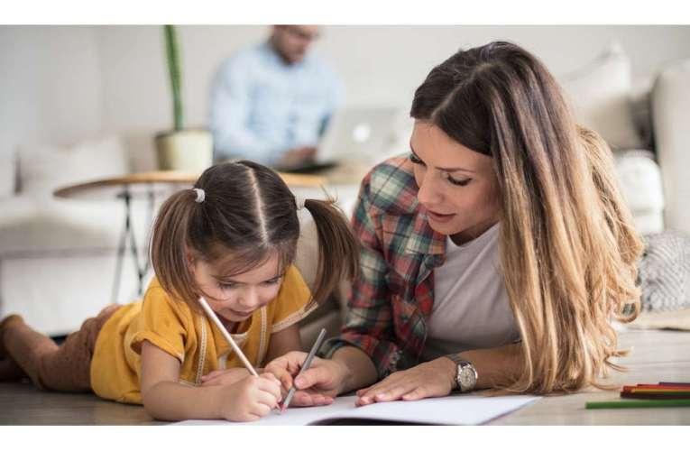 Aveți copii care merg la școală, din toamnă? Atenție, două treimi din elevi vor studia de acasă!