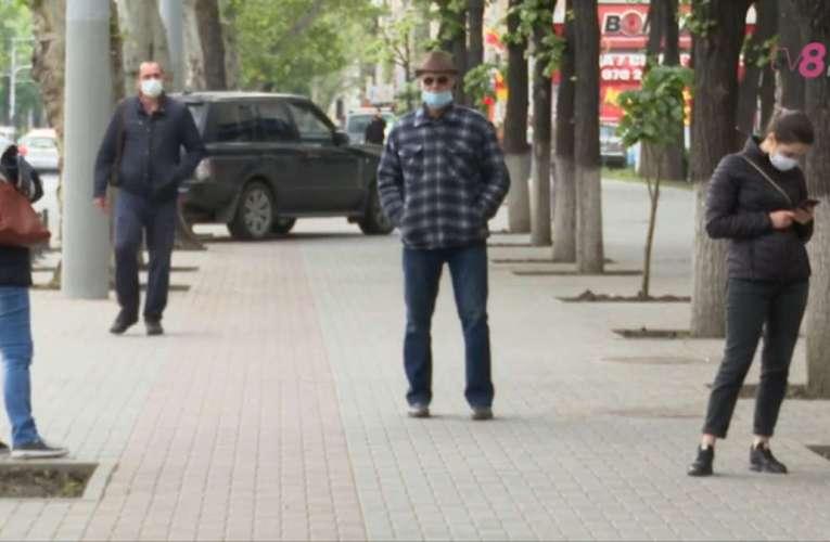 De astăzi, masca este obligatorie și pe stradă. Decizia, la mâna Comitetelor Județene pentru Situații de Urgență!