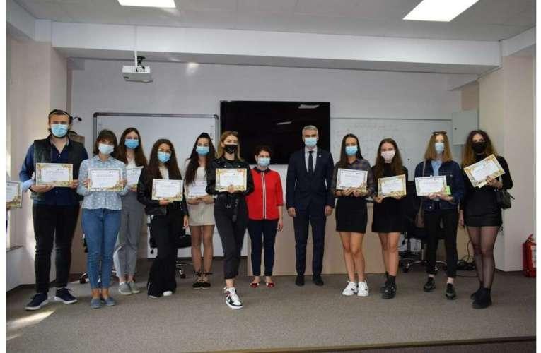 Ei sunt elevii de 10 la Examenul de Evaluare Națională și la Examenul de Bacalaureat, sesiunea 2020!