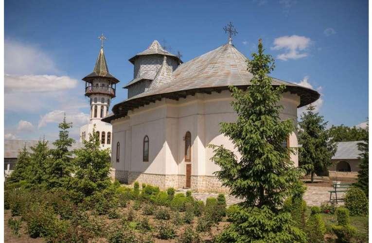 Președintele CJ Vaslui alocă 320.000 de lei pentru zece biserici și mănăstiri