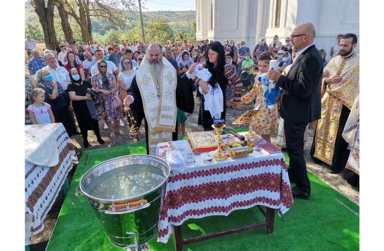 PS Ignatie a oficiat Taina Sfântului Botez pentru cel de-al patrulea copil al părintelui Lucian Braharu