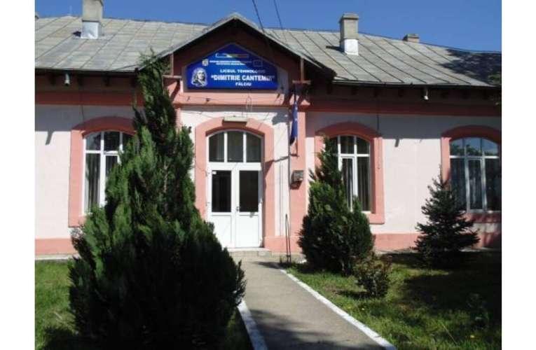 Burse pentru 140 de elevi din trei licee tehnologice din județele Iași și Vaslui