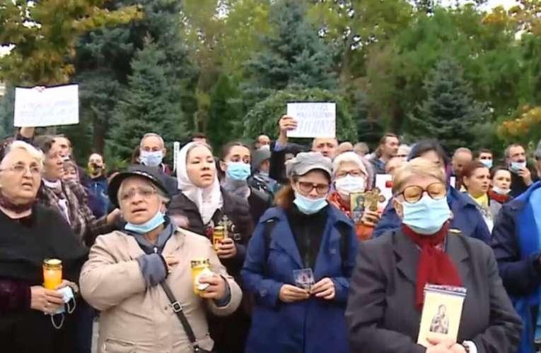 """Nelu Tătaru le cere pelerinilor nemulțumiți să înceteze cu protestele: """"Și noi avem credința în suflet"""""""