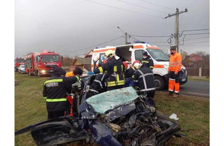 ACTUALIZARE: Un autoturism și un camion s-au ciocnit la Muntenii de Sus! Sunt TREI victime!