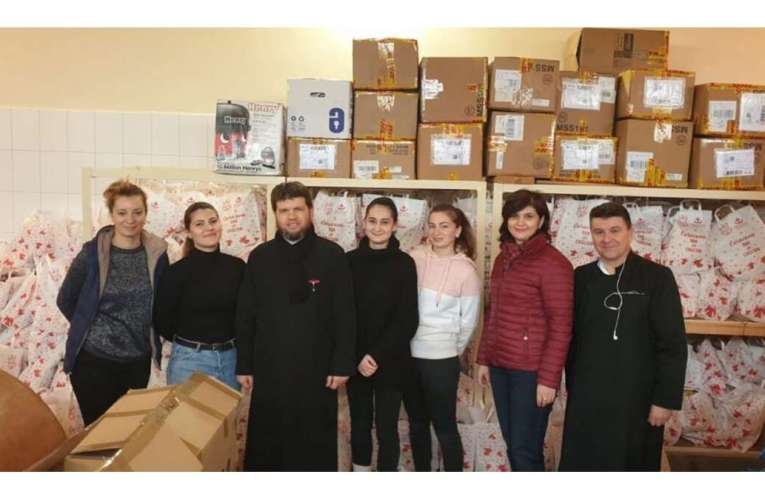 Mii de copii din județ vor primi cadouri frumoase din partea Episcopiei Hușilor! Puteți dona sume pentru ajutorarea copiilor!
