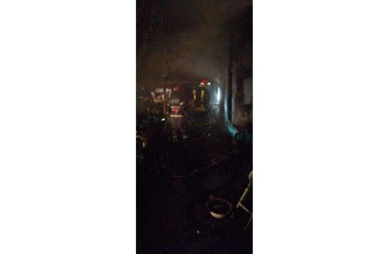 Actualizare: Cod rosu la Rosiesti! Incendiu violent, s-a raportat o posibila victima!