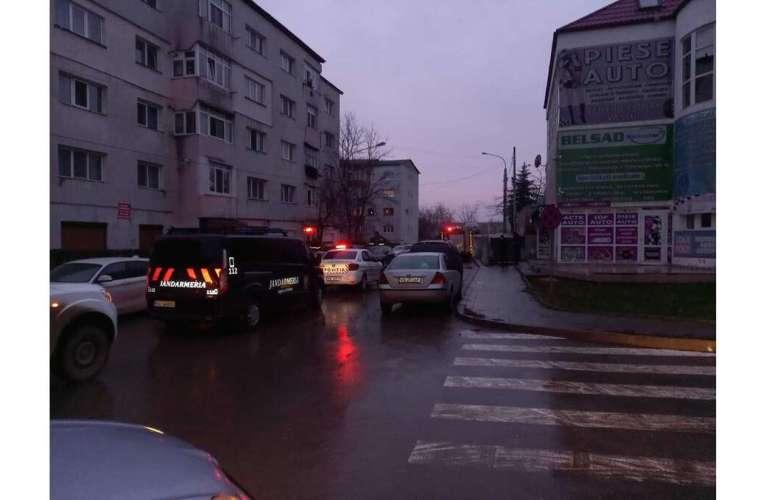 Incendiu violent într-un bloc din Vaslui! Nu sunt victime!