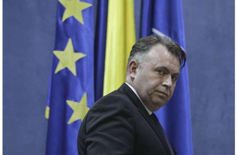 Ministrul Nelu Tătaru ne cere să stăm în case de Sărbători! Nu puteți face petreceri cu rudele și prietenii!