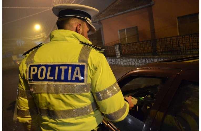 Tânăr din Bârlad, la un pas să lovească mașina de poliție! A refuzat să fie testat, deși mirosea a alcool!