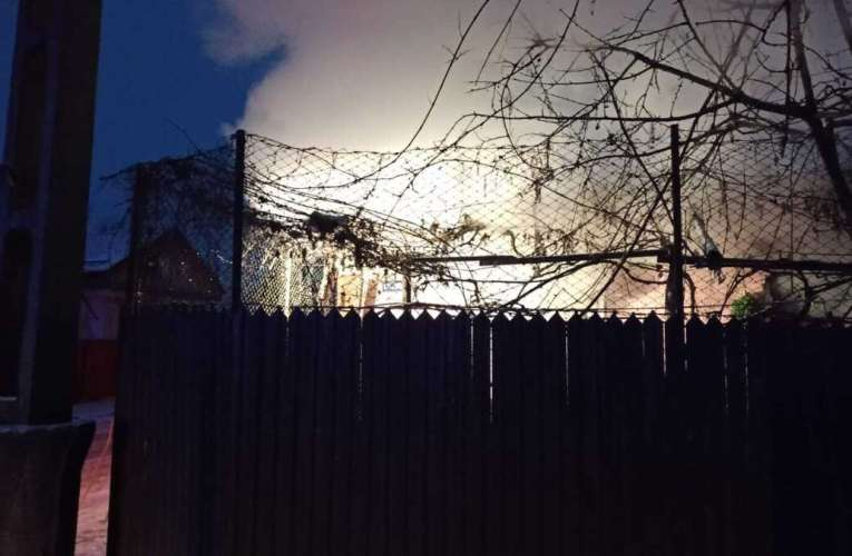 Incendiu la o casa din Bârlad! Pompierii au salvat bunuri de 150.000 lei!