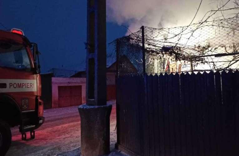 A ars o casa la Pogonesti! Intervenție a pompierilor bârlădeni!