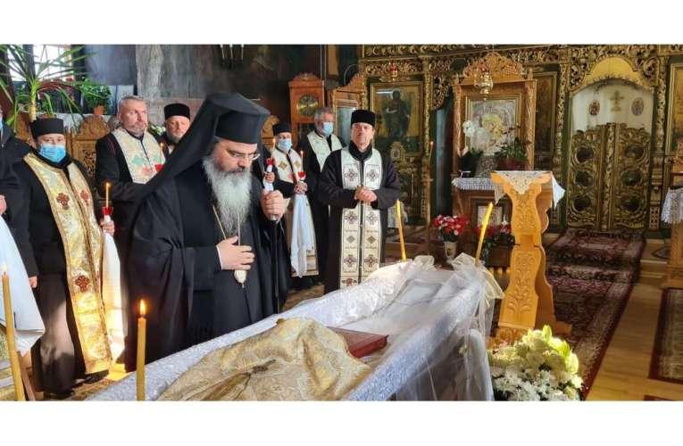Preasfințitul Ignatie și-a luat rămas bun de la un preot cu har, părintele Mihai Căpriță! Dumnezeu să-l odihnească în pace!