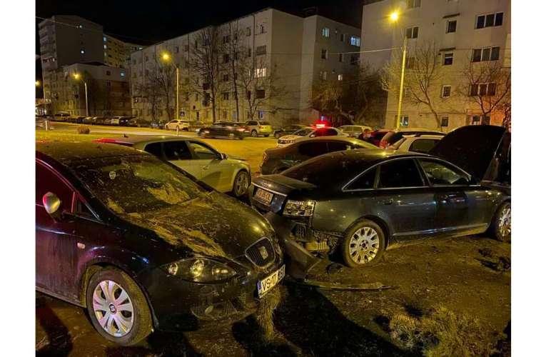 Dezastru în sensul giratoriu de la Interex! Un șofer beat a zburat cu mașina și a distrus mai multe mașini parcate! (VIDEO DE LA FAȚA LOCULUI)