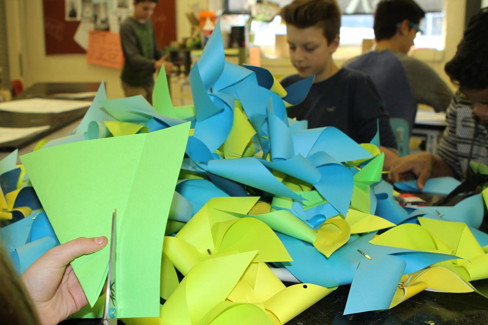 Vaste et Vague | Élèves de l'école Antoine-Bernard, Carleton-sur-Mer DU PRINTEMPS NOIR ET BLANC AU FLAMBOYANT