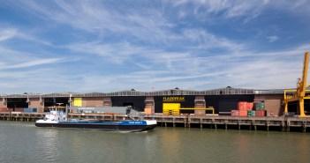 DHG verhuurt ca 14.000 m² aan Fladderak op de Eemhavenweg 74 te Rotterdam