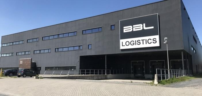 Bedrijfs-/kantoorgebouw verkocht van 9.000 m² aan de Veluwezoom 32 in Almere